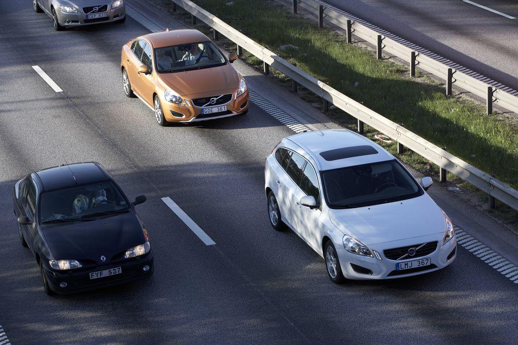 Volvos rollen selbständig im Stau