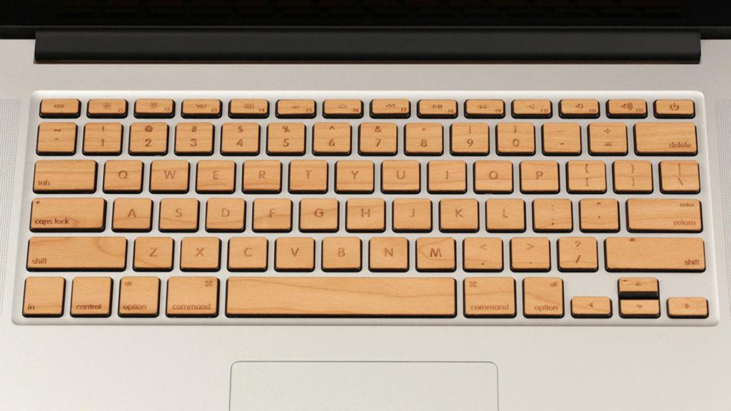 [Fundstück] MacBook-Tastatur wird mit Holz verschönert