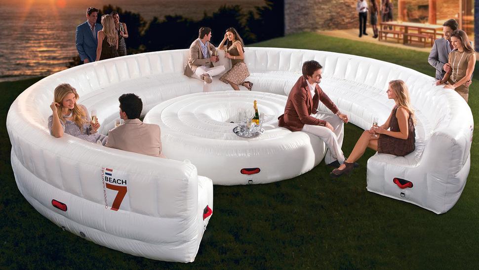 [Fundstück] Aufblasbare Lounge für bis zu 30 Personen