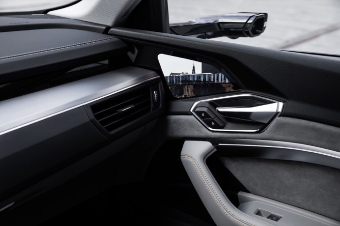 Audi e-tron: OLED-Display ersetzt Außenspiegel